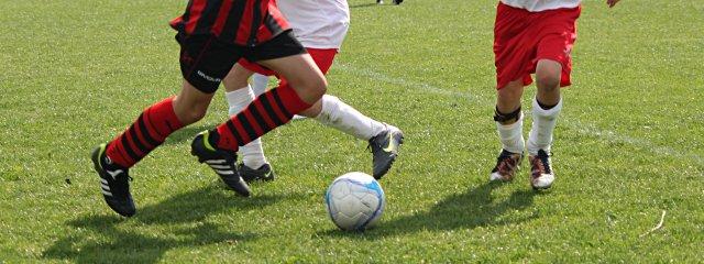 Fußballspieler am Spielplatz in Mattersburg