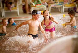 Kinder in der Therme Stegersbach