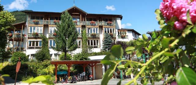 Außenansicht des Hotels Eschenhof in Bad Kleinkirchheim