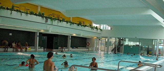 Schwimmbecken im Hallenbad im Freizeitzentrum Perchtoldsdorf