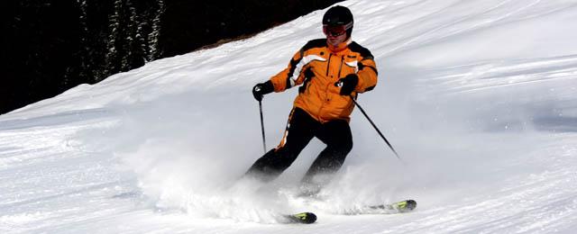 Schifahrer auf den Simas-Liften in St. Corona am Wechsel