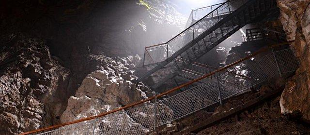 Ötscher Tropfsteinhöhle: Stiegen im Hohen Dom