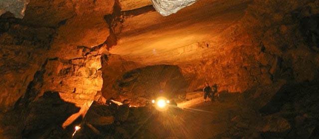 Besucher in der Hochkarhöhle