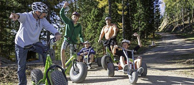 Abfahrt auf Mountaincarts und Monsterrollern von der Gemeindealpe in Mitterbach