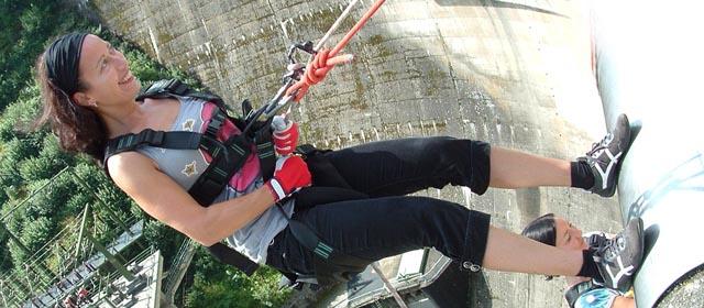 Abseilen von der Staumauer Ottenstein - Best Trip