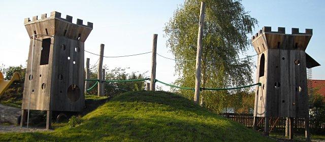 Burgtürme am Spielplatz Hinterfeld Peygarten-Ottenstein