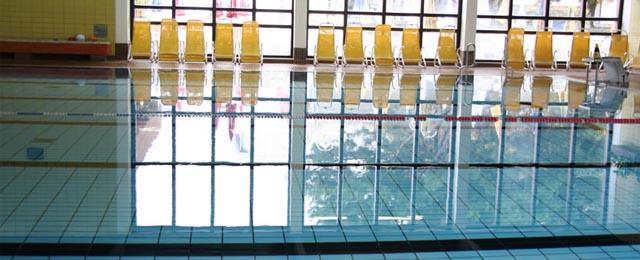 Schwimmbecken in der Badearena Krems
