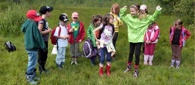 Kinder spielen im Gerlhamer Moor