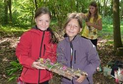Kinder in den Auwäldern der Alm