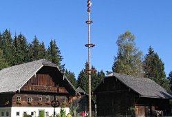 /salzburg/salzburg-land/events/maibaumaufstellen-freilichtmuseum-grossgmain
