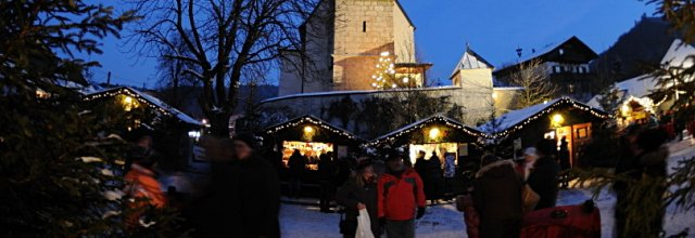 Adventmarkt in St. Leonhard