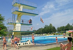 Sprungturm im Freibad Fürstenfeld