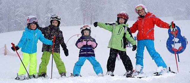 Kinder im Skigebiet Niedere in Andelsbuch/Bezau