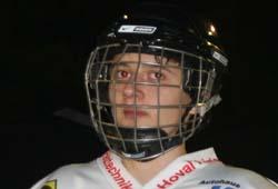 Eishockeyspieler am Eislaufplatz in Hohenems