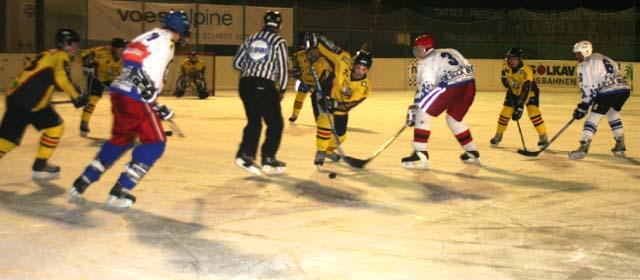 Eishockeyspiel am Eislaufplatz in Hohenems