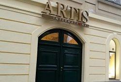 Eingang zum Artis Kino in Wien