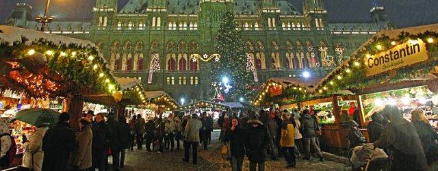 Buden am Wiener Christkindlmarkt am Rathausplatz