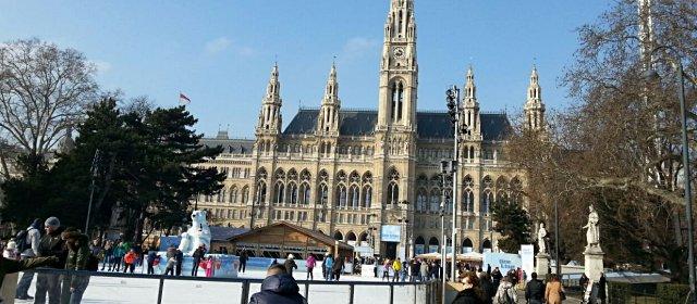 Eislaufen beim Wiener Eistraum am Rathausplatz