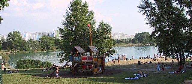 Spielplatz am Teich Hirschstetten in Wien