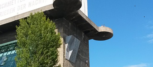 Aussicht auf die Kletteranlage Flakturm im Esterhazypark in Wien