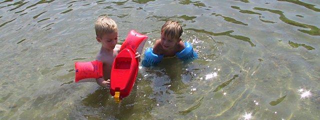 Kinder im Stadlauer Strandbad in Wien